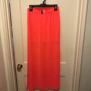 Maxi skirt with long mesh top layer